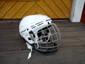 Bauer BHH2100L ice hockey helmet